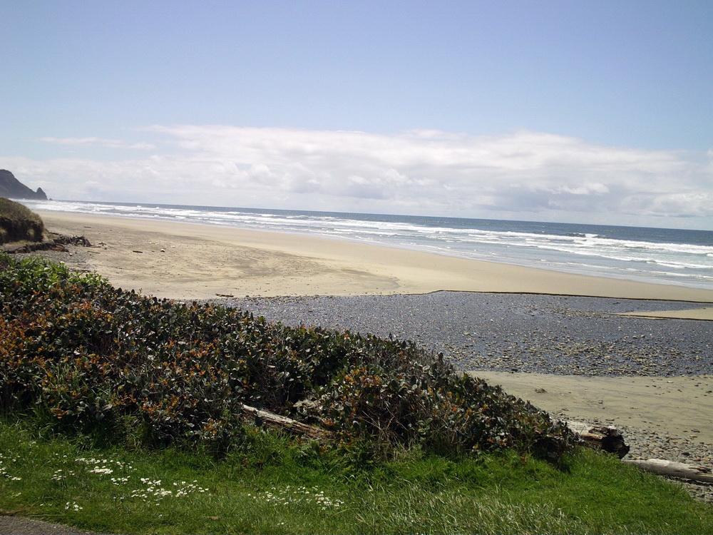 The beach at Muriel Ponsler wayside.\Photo by George Mazeika.