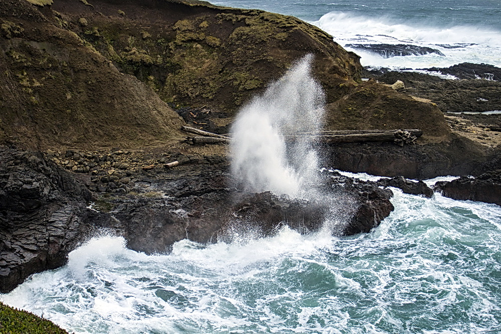 Spouting horn at Cape Perpetua.\Photo by Bonnie Moreland.