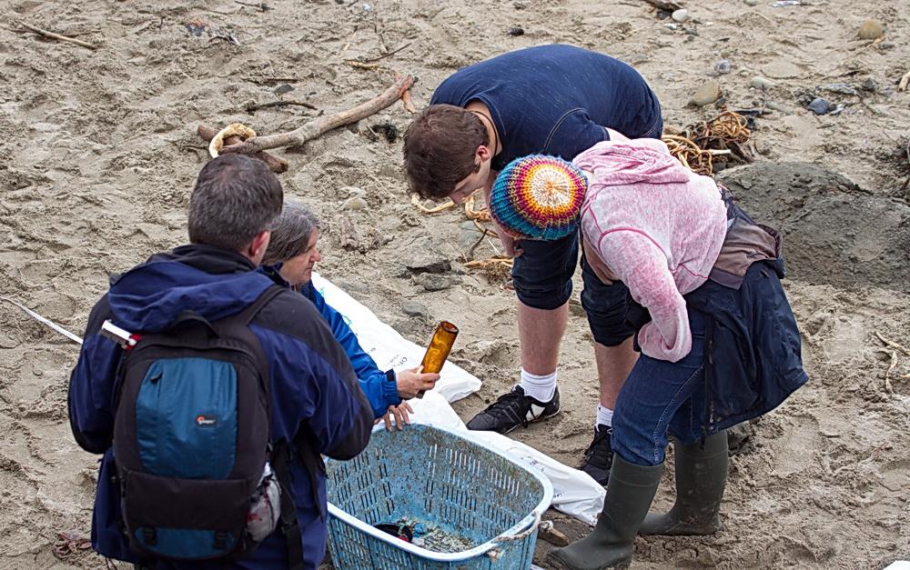 Sorting marine debris for survey.\Photo by Briton Ogden.