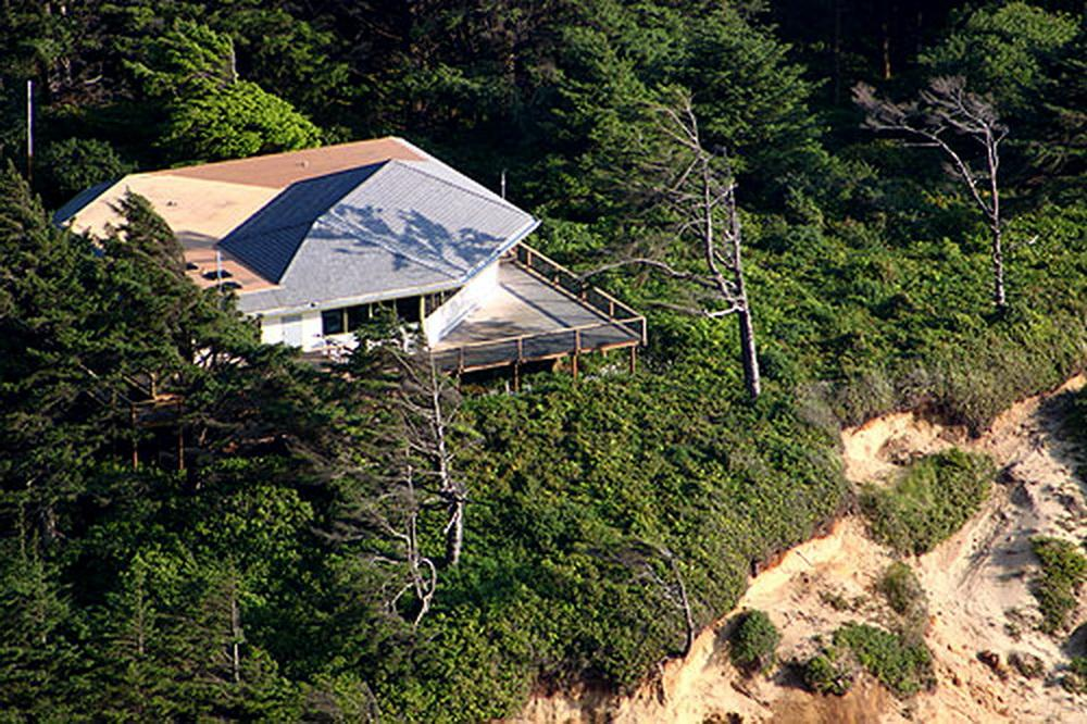 Cape Perpetua Visitor Center.\Photo by Andre Hagestadt.