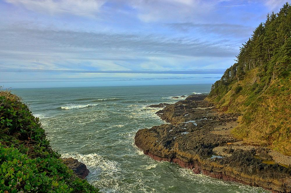 Devils Churn, on a rocky stretch of shore near Cape Perpetua.\Photo by Kirt Edblom.