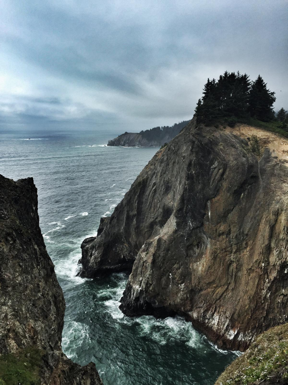 Image of the Devil's Cauldron in Arch Cape, Oregon.