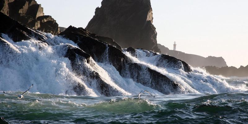 Image of waves crashing along the Oregon Coast.