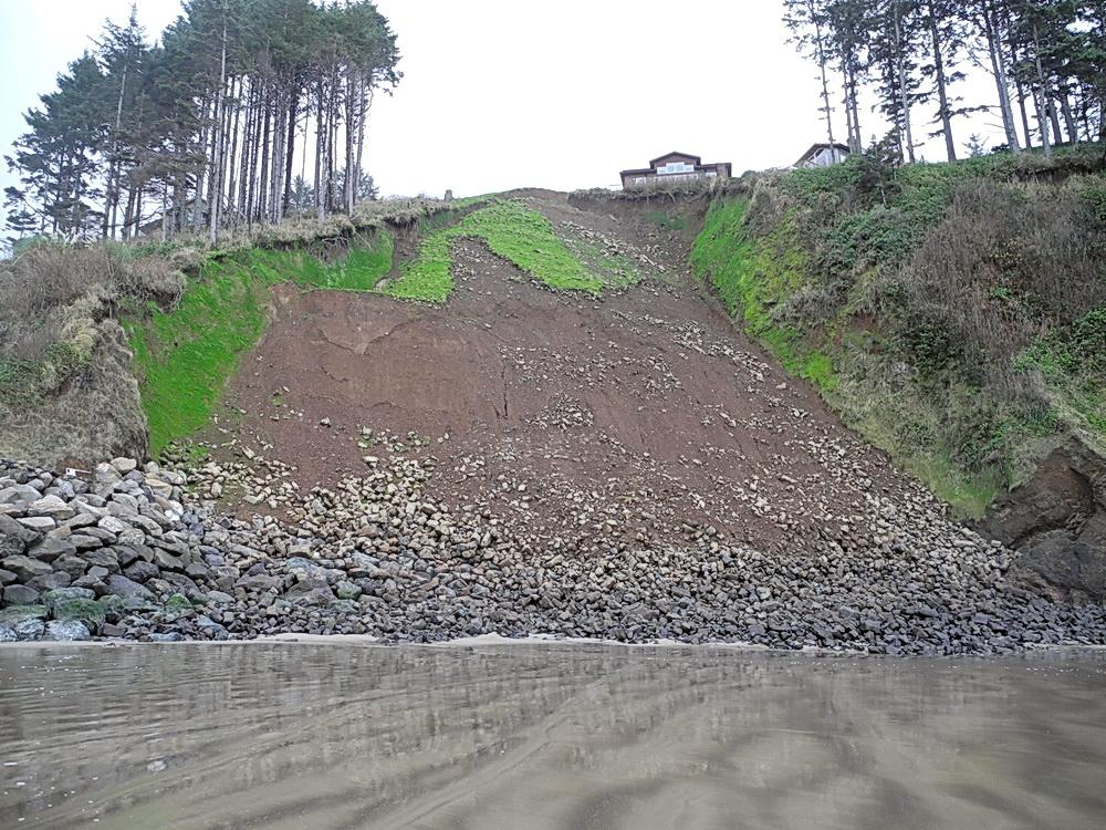 Neskowin landslide which homeowners hope to cover with rockfall mesh.  Photo by Bill Busch.