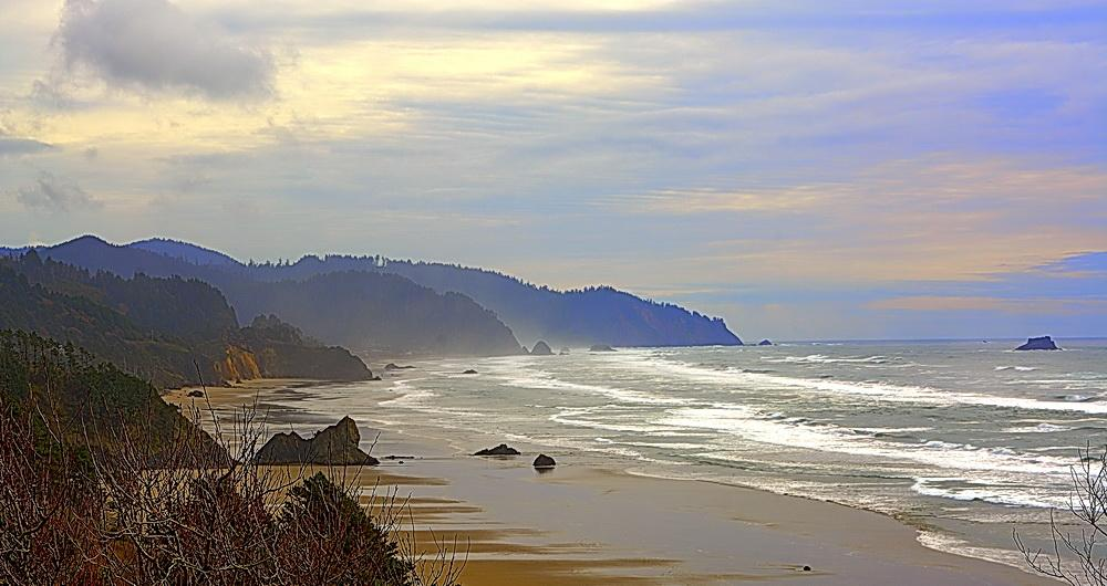 North coast shoreline.\Photo by Kirt Edblom.