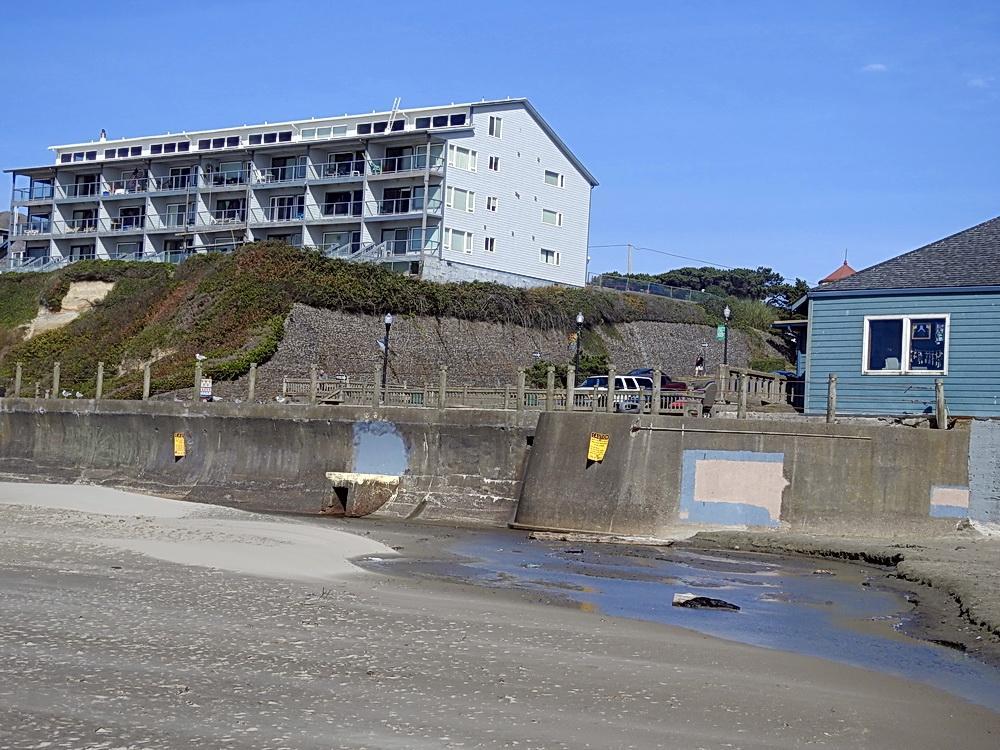 Nye Beach Turnaround, where the beachwalk will start. Photo by Cathy Tronquet.