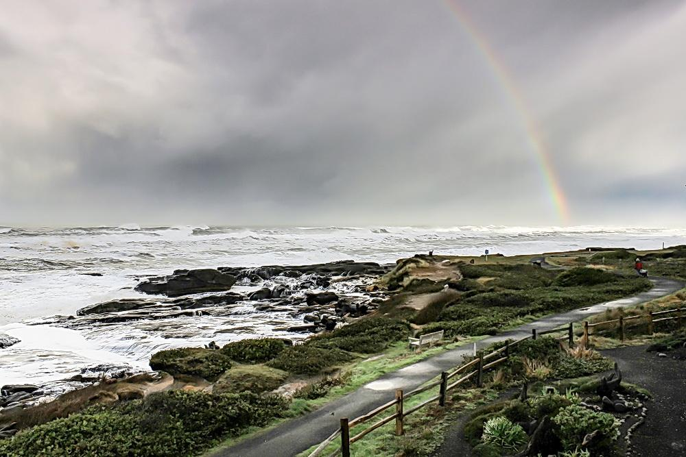 Shoreline and 804 Trail at Yachats.\Photo by Rena Martin.