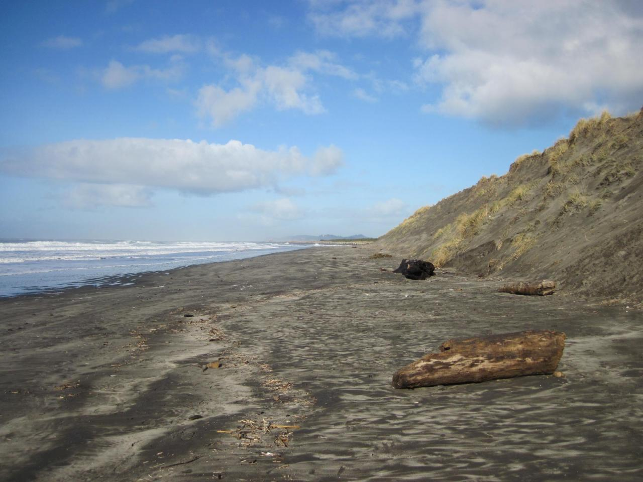Photo is looking north from about 1/2 mile south of the Columbia River South Jetty.
