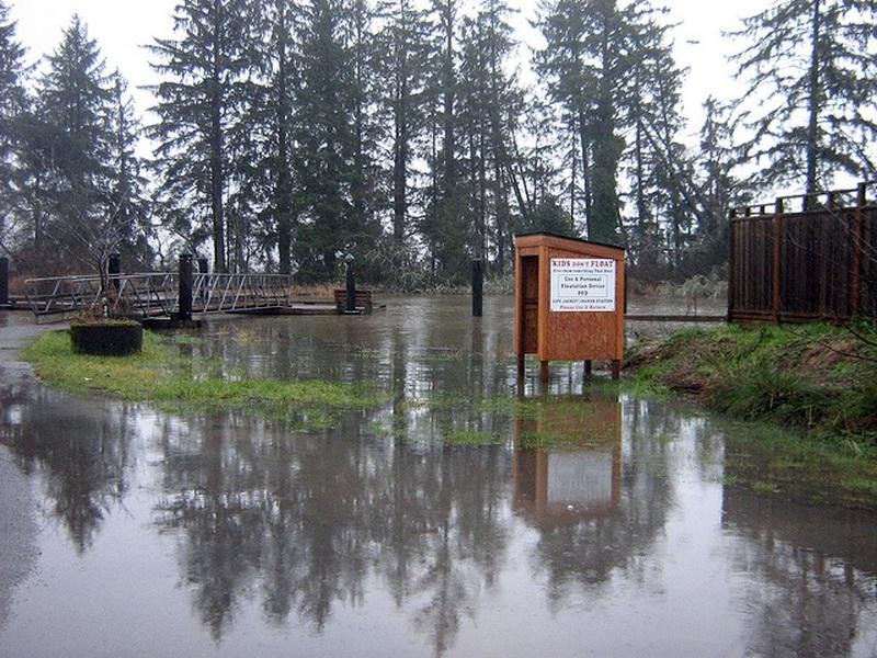 King tide at Nehalem.\Photo by Cinamon Moffett.