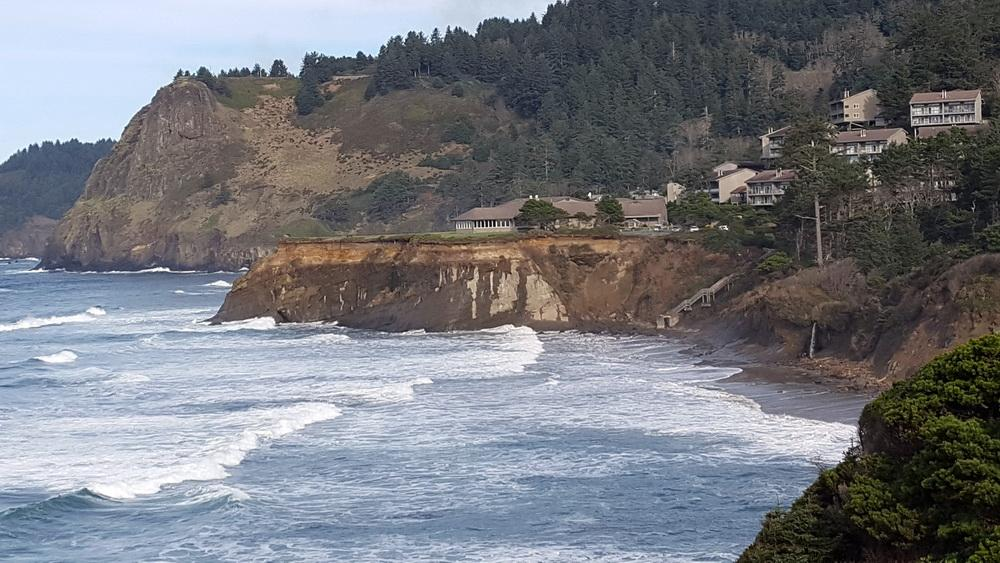 Inn at Otter Crest and steps (but our training will take place at low tide!).\Photo courtesy of ORKingTides.