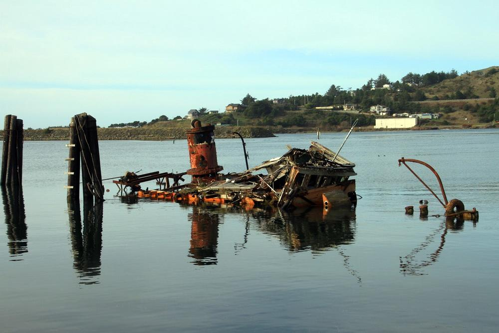 A king tide fills the Rogue River estuary at Gold Beach.\Photo courtesy of ORKingTides.