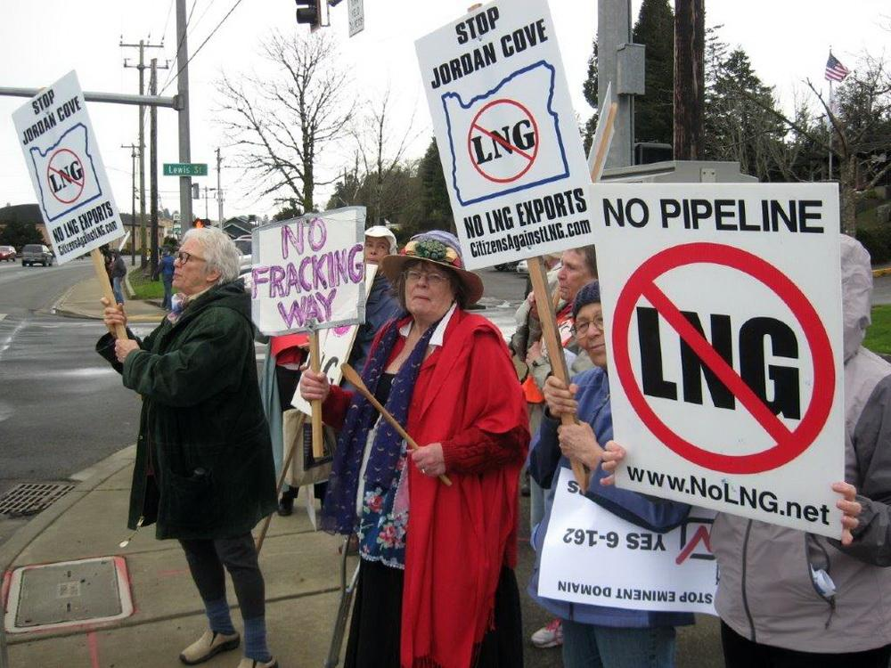 Anti-LNG protesters in Coos Bay.\Photo by Jody  McCaffree.