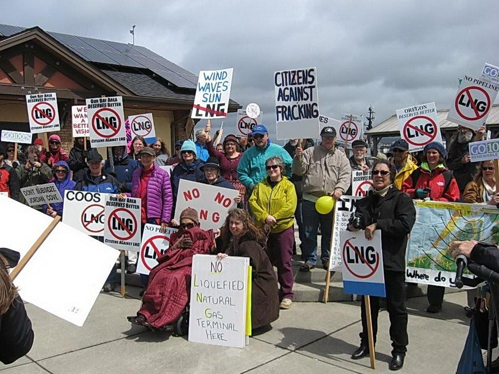 Anti-LNG protest in Coos Bay.  Photo by Richard Knablin.