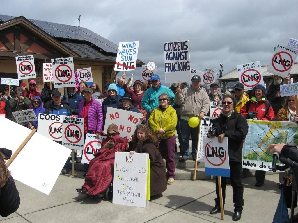 Citizens rallying in Coos Bay against the proposed Jordan Cove LNG plant.