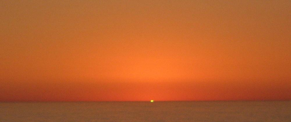 Photographic evidence of a myth? Ostensibly, the notorious green flash.\Photo by Andre' Hagestedt.