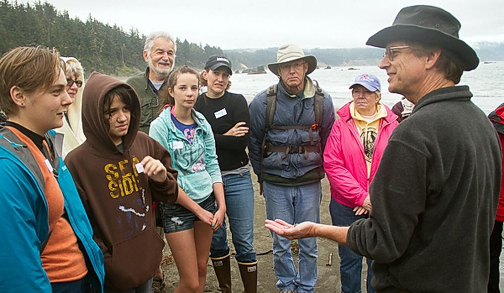 Stewart Schultz, teaching a shoreline workshop\Photo by Michael Coe.