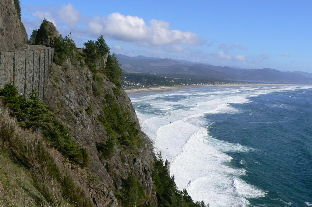 looking south from NeahKahNie Overlook on Hwy 101