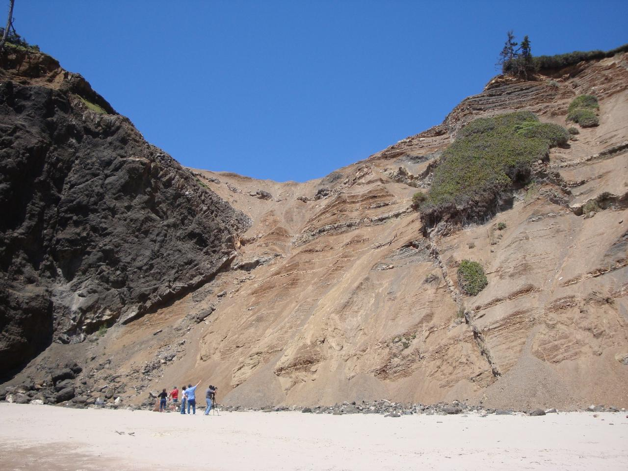 slide area at north end of Roads End beach where cliff rescue occurred the night before