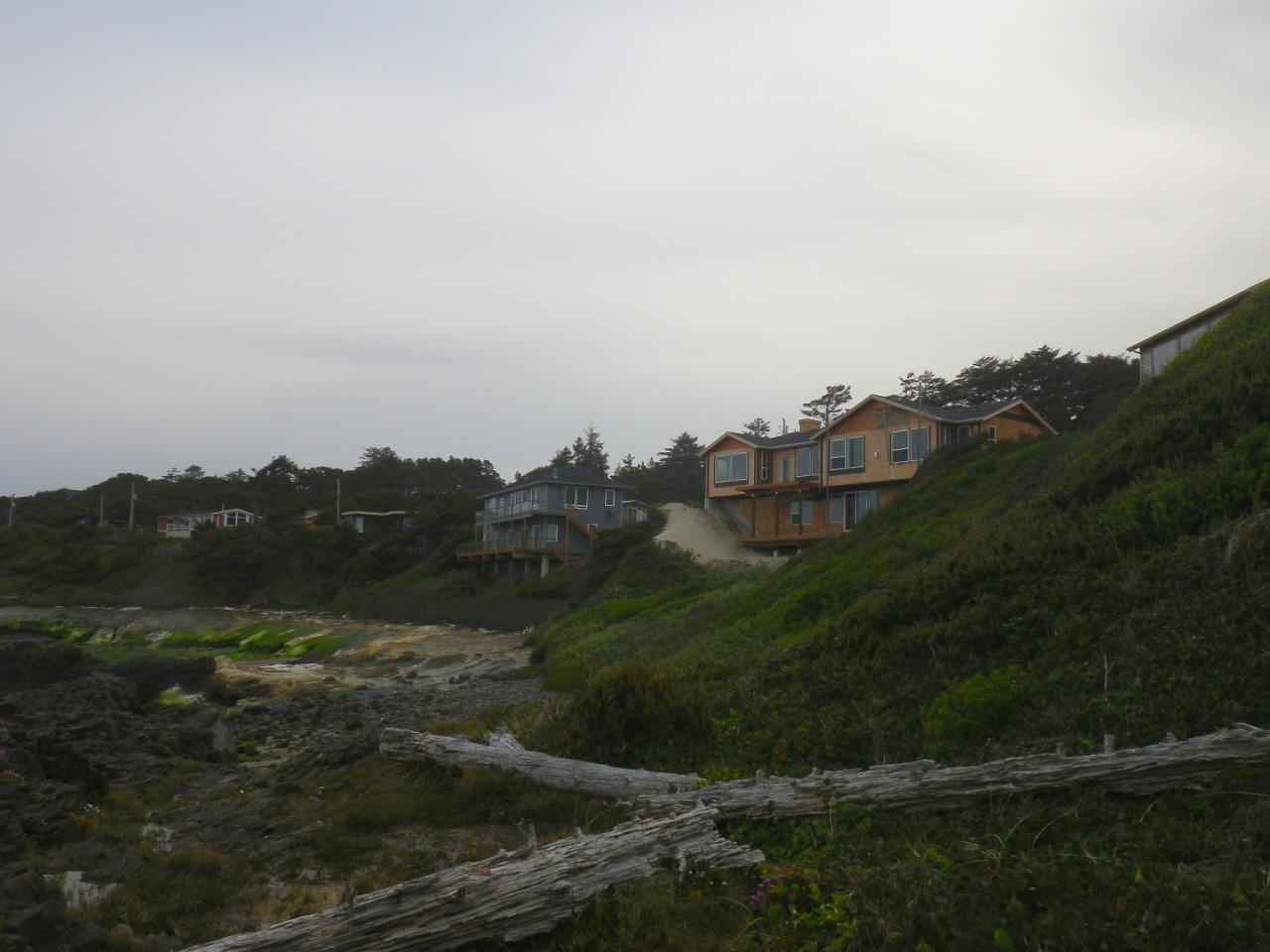 Development is continuing along beach 3.  Lots of sand piled up at the north end of the house.