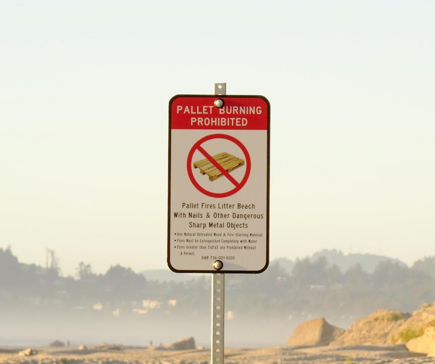 New Regulatory Sign at Nye Beach Turnaround