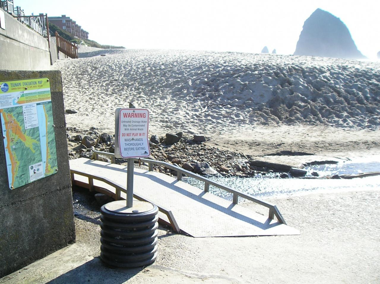 this is still a favorite play area, despite the signage.its only visible when accessing or leaving the beach at Gower