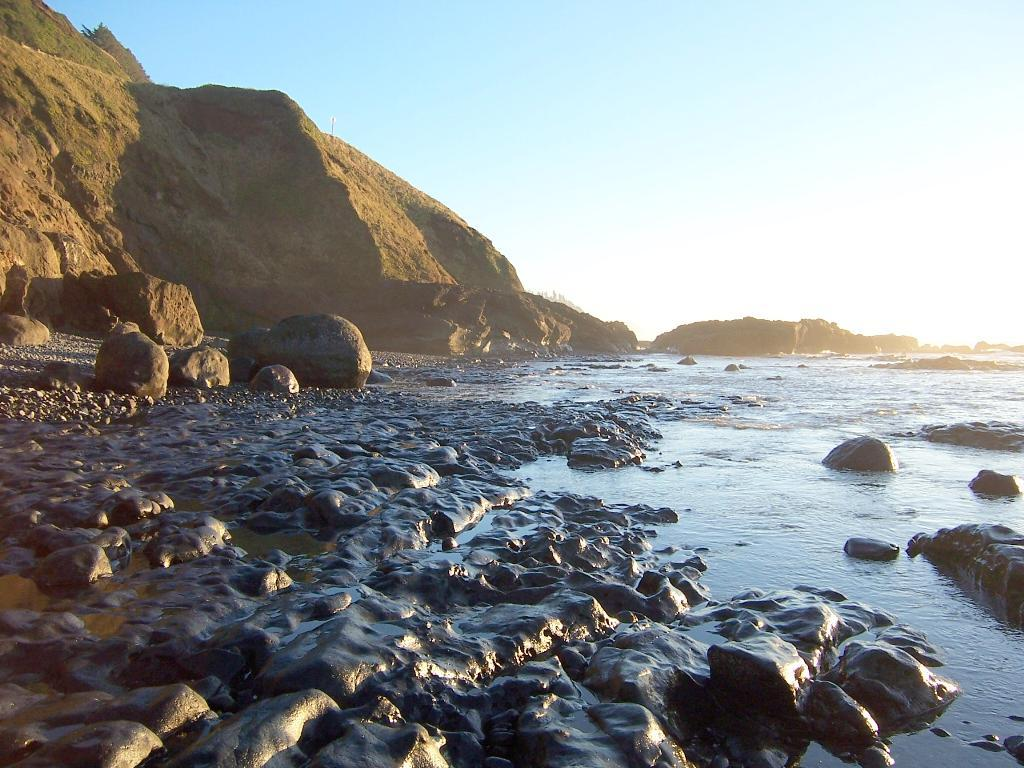 A well scoured beach, all rock and cobble