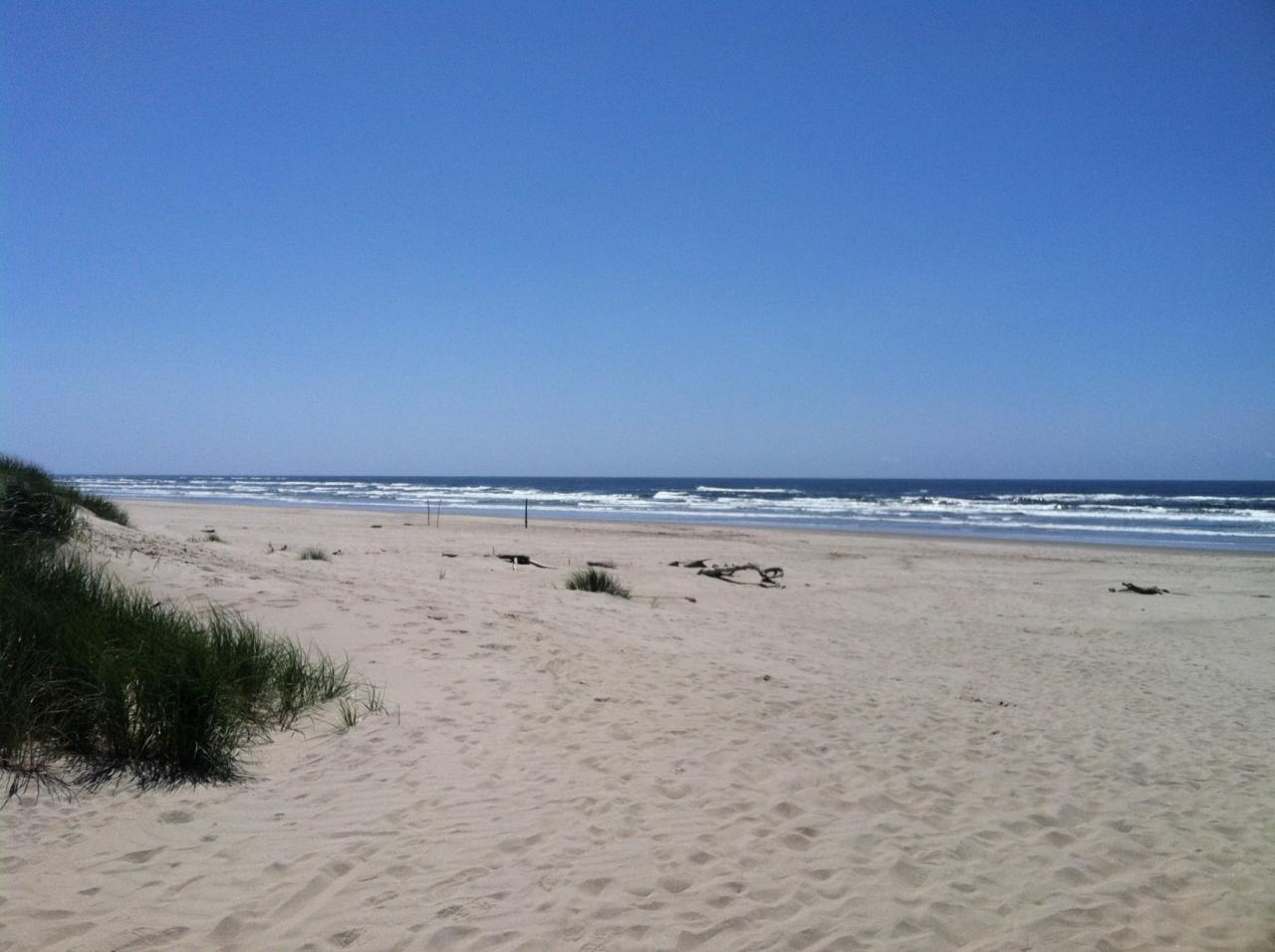Beach conditions for Bayshore, North Alsea River near Waldport, Oregon on 5/25/2014. Beautiful weather and few people on beach.