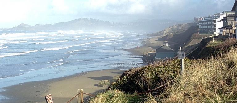 Newport's Nye Beach during a king tide.\Photo courtesy of ORKingTide.