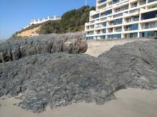 Exposed bedrock at the Inn at Spanish Head