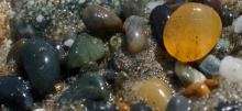 Wet pea-size gravel/agates in swathes just north of Fivemile Point