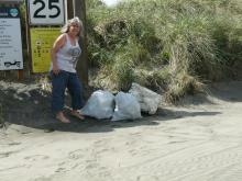 Picked up 2 bags and a large piece of styrofoam. Left at Peter Iredale entrance.
