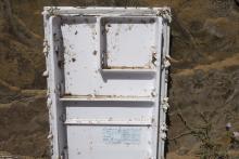 Debris refrigerator door