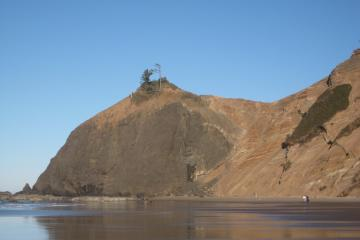 Igneous outcropping at end of Roads End beach