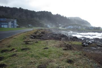 Looking south toward Agate Cove along Yachats Ocean Road